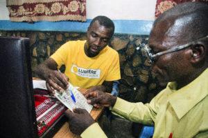 Gemeenschapswerker van Licht voor de Wereld en patiënt