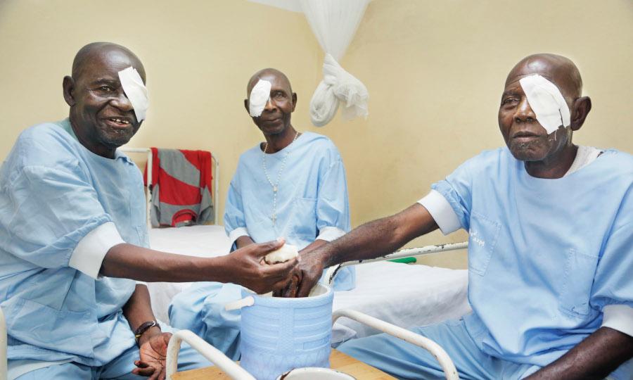 Patiënten tijdens een mobiele kliniek in Lubumbashi