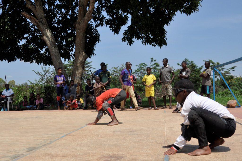 Élèves de Rwamagana jouant au goalball