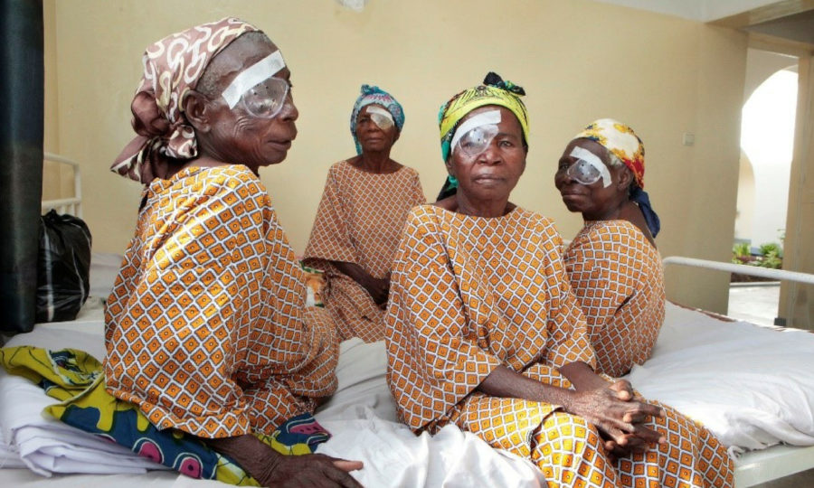 vrouwen met oogband - femmes avec pansement oculaire