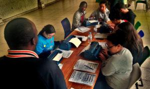 Cours de braille à Rwamagana pour les élèves de Mouscron.